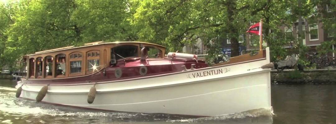 private boat tour amsterdam on a saloon boat with a skipper and luxury catering